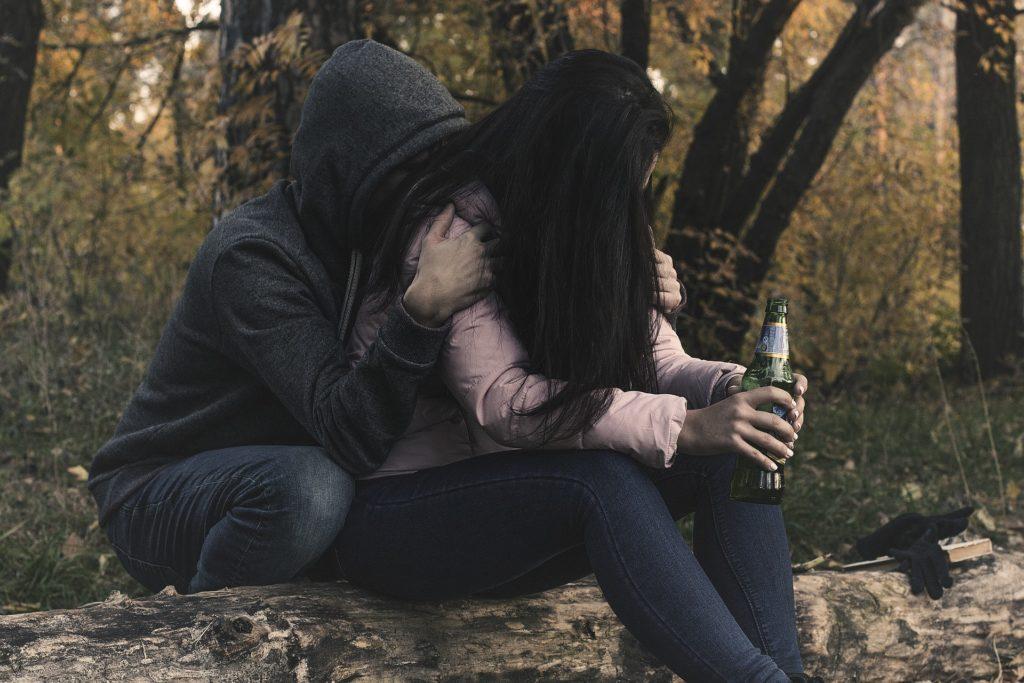 par trpi zaradi alkohola